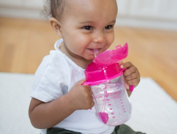 Lifestyle_Babys_First_Straw_Cup_Pink_O16A9763-1